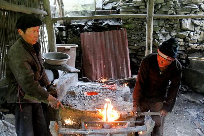Alpine ethnic people in Vietnam – P4: Unique metalwork