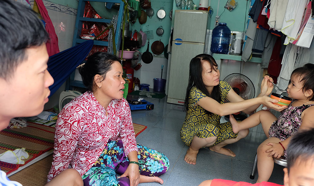 Vietnamese workers wrestling with insufficient minimum wage