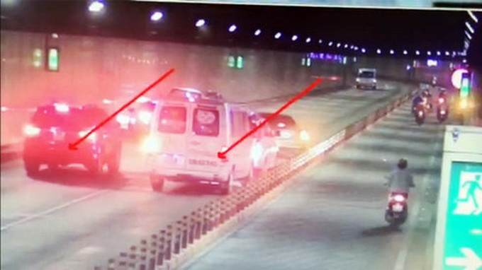 Wrong-way driver crashes multiple cars in Saigon River Tunnel