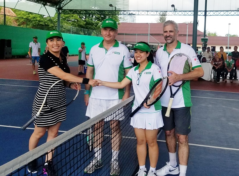 Foreign diplomats exhibit flair at tennis tourney in Ho Chi Minh City