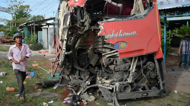 Three dead in multiple-bus pile-up in southern Vietnam
