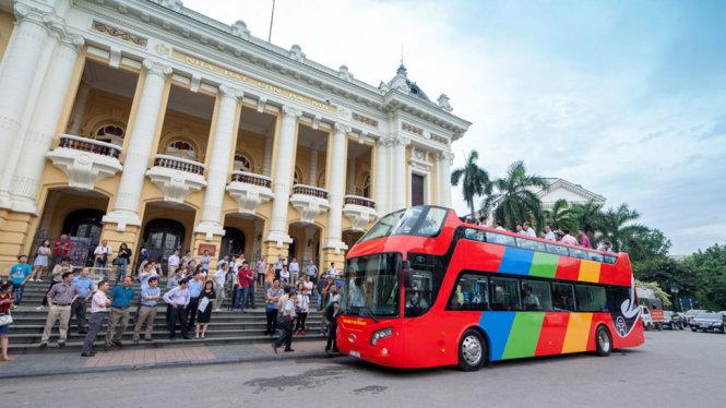 Vietnam suspends double-decker tour pilot program