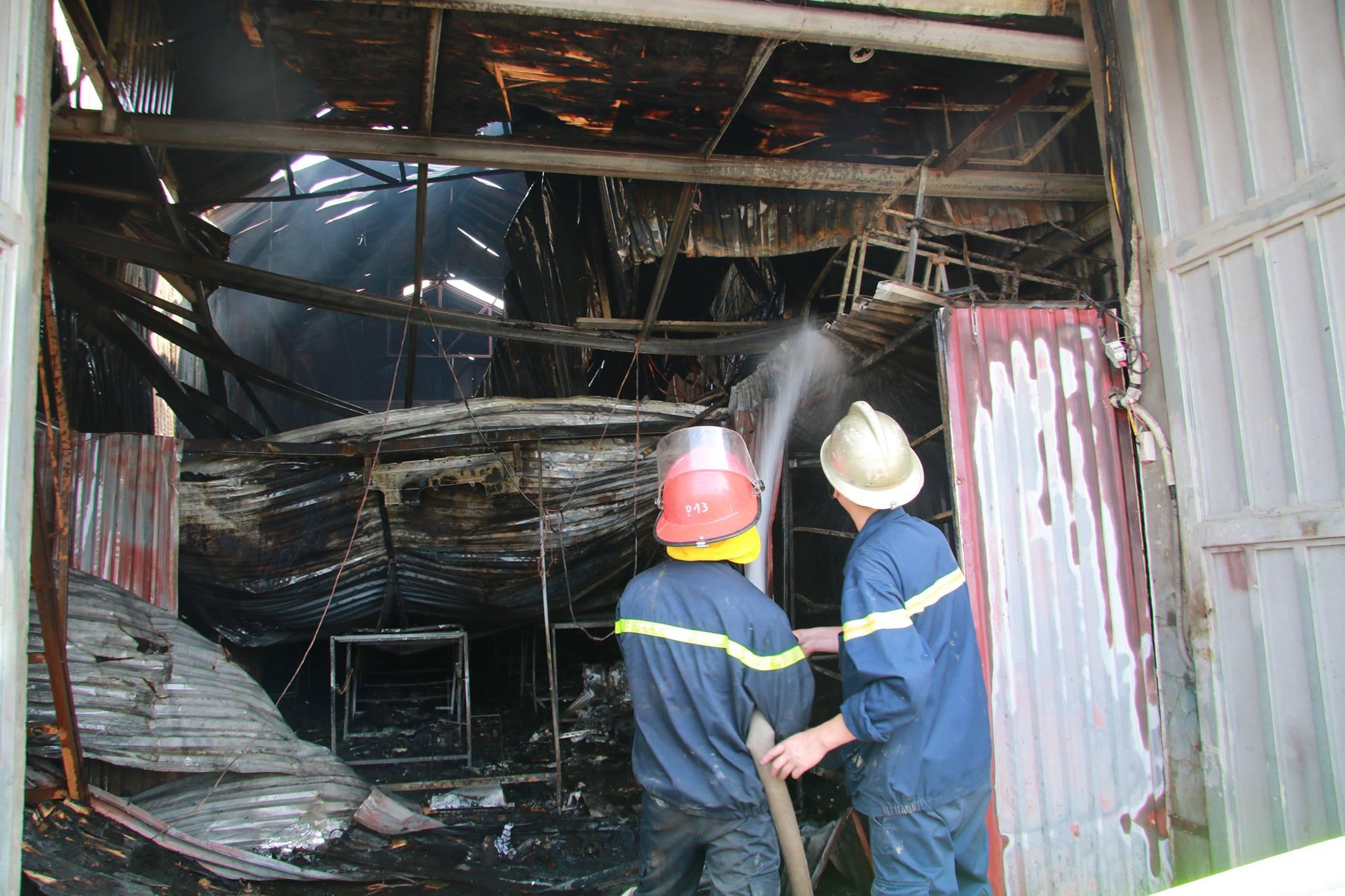 Eight killed as fire devours baking facility in Hanoi