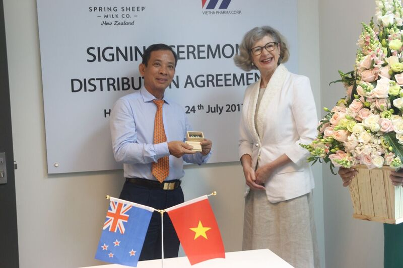 Vietnam, New Zealand sign first-ever agreement on sheep milk distribution