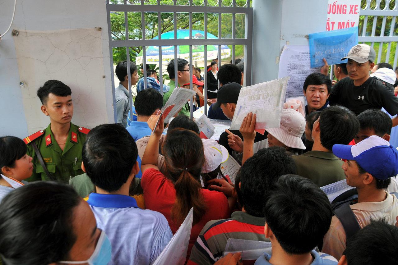 In Vietnam, parents go sleepless to sign children up for grade school