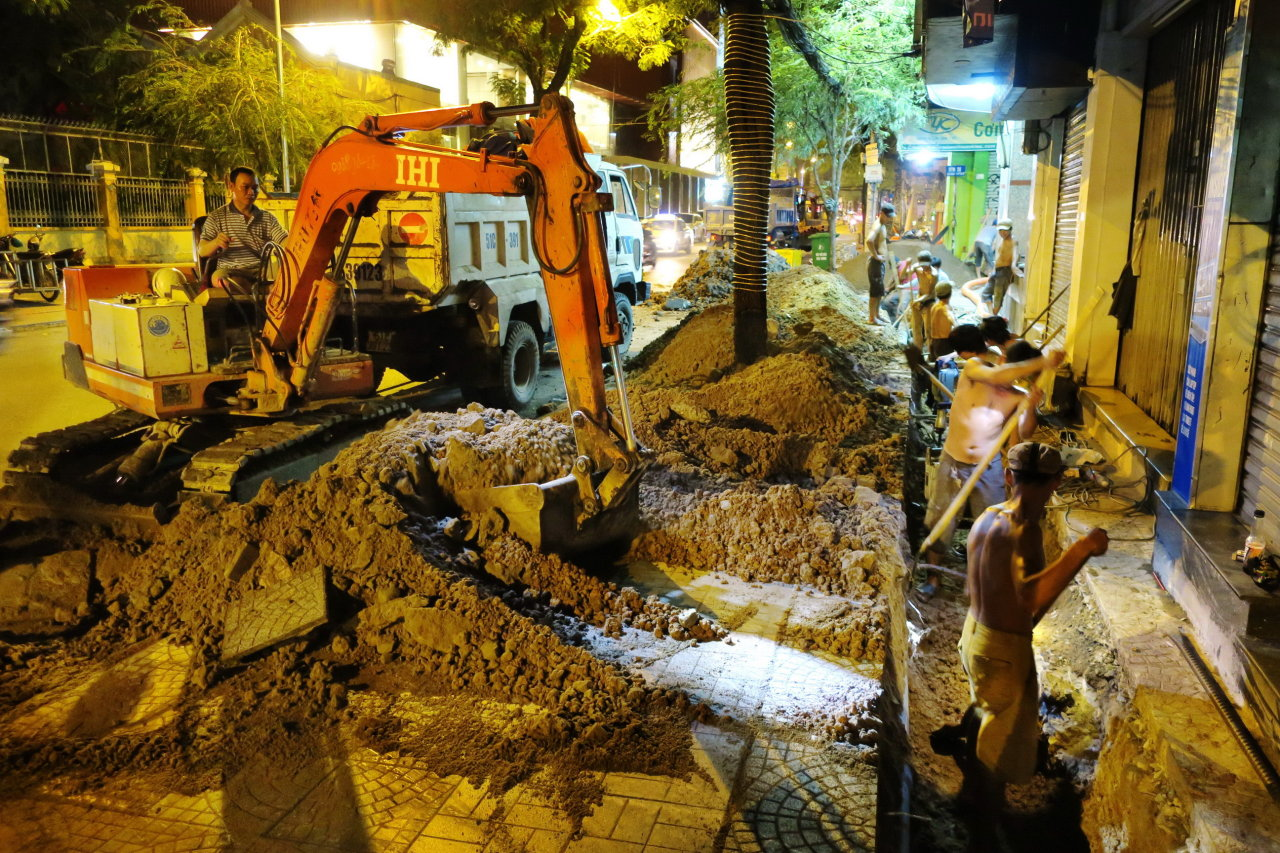 Continuous rains pose challenges to roadworks in Ho Chi Minh City