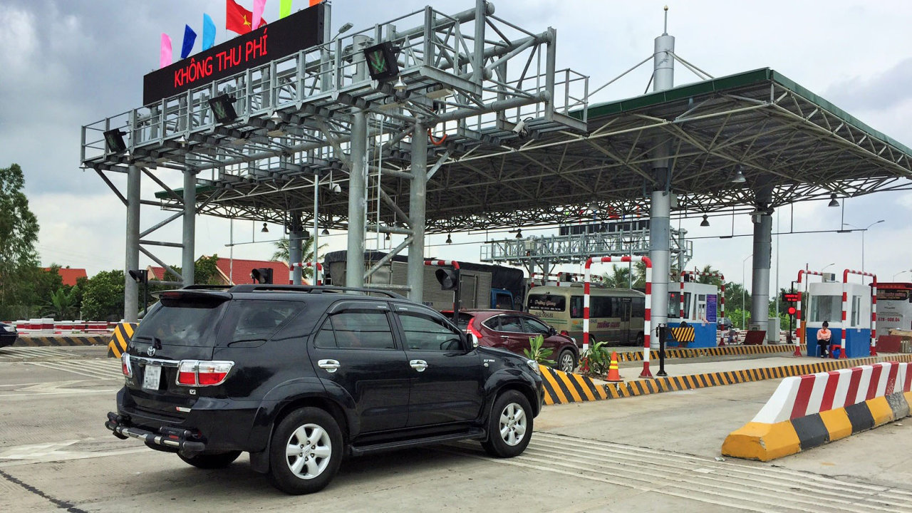 BOT tollgate in Tien Giang to lower fee amidst fierce opposition