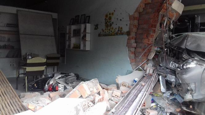 Car mounts sidewalk, knocks over residence walls in Vietnam