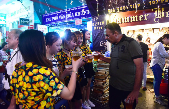 A tourist enjoys freebie beer