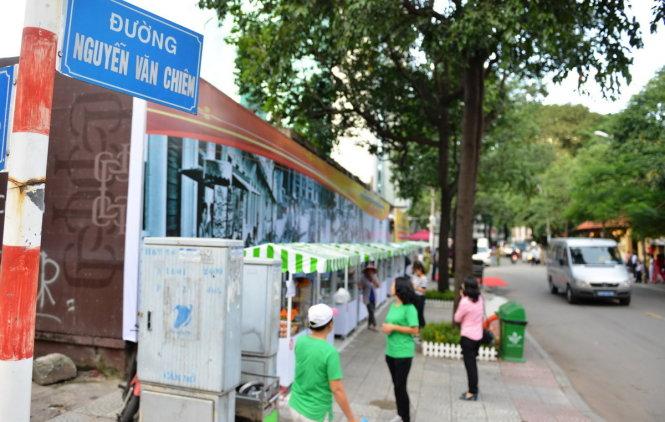 New Saigon 'food street' opens to mixed response
