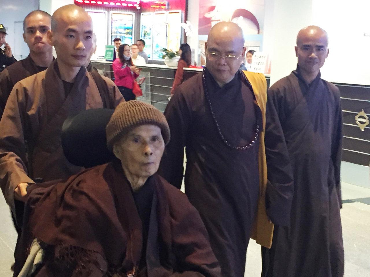 Recovering Zen master Thich Nhat Hanh seeks rest in Vietnam