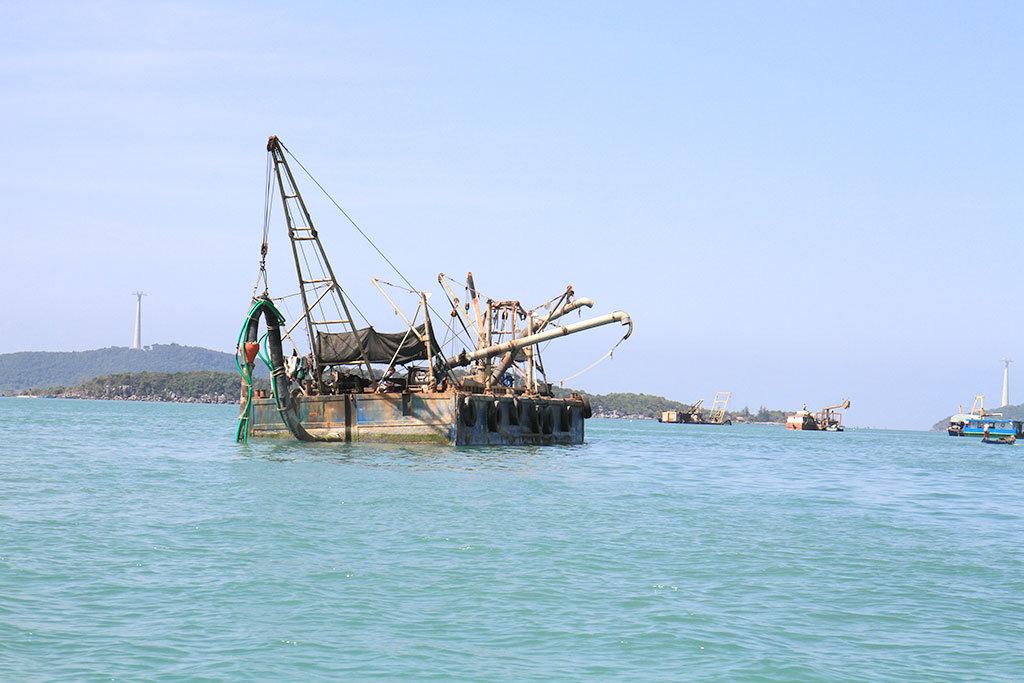 Vietnam to halt saline sand exports indefinitely after September