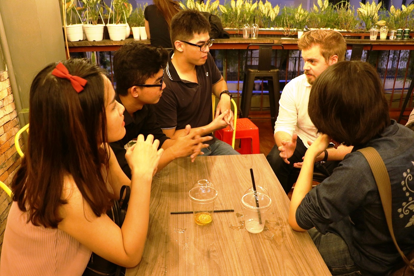 Special community encourages Vietnamese youth to learn foreign languages