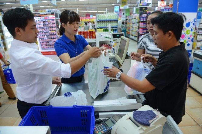 Vietnam considers fivefold gallop in plastic bag tax