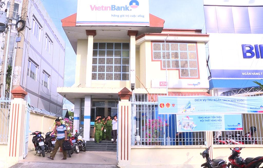 Man steals over $8,700 in armed bank heist in Vietnam