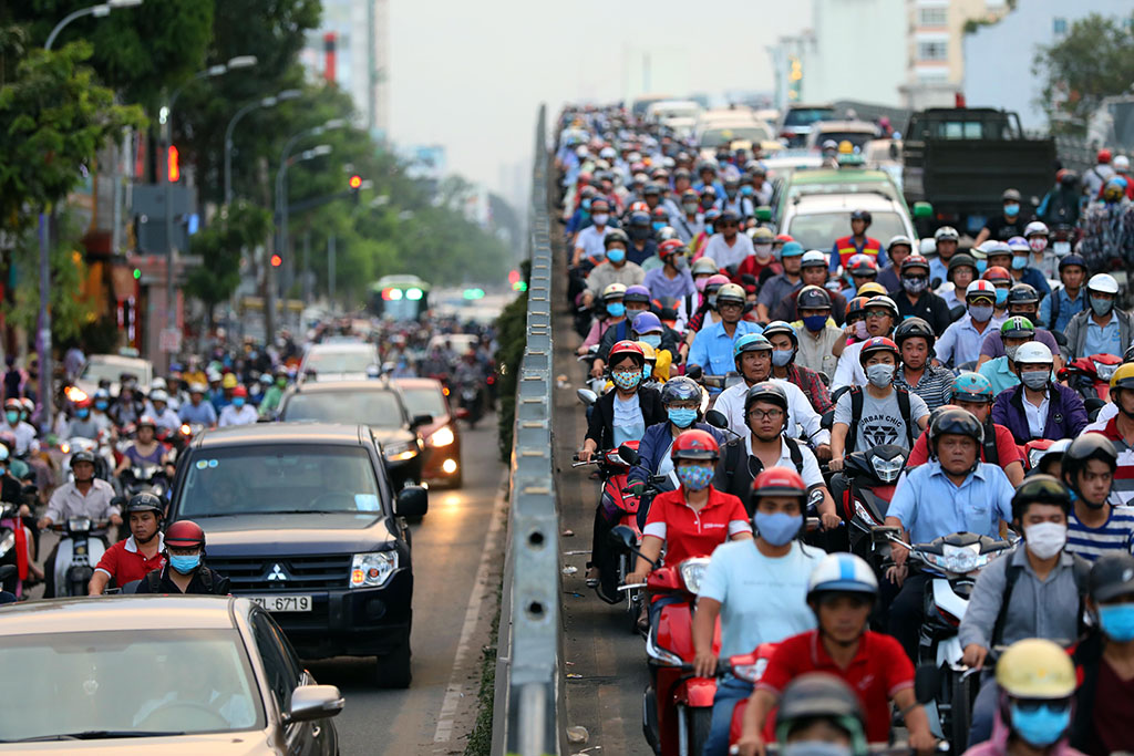 Ho Chi Minh City proposes plan to control motorbike exhaust in 2018