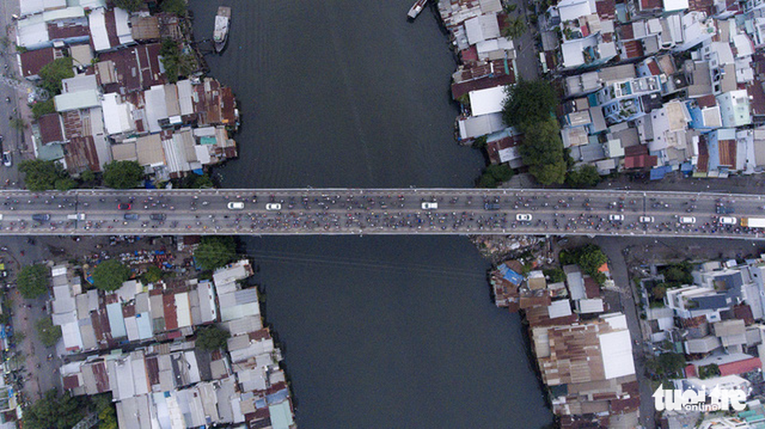 Too many houses, too many cars. Captured at Chanh Hung Bridge in District 8.