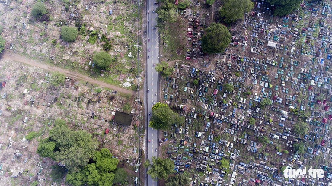 A street passing a graveyard. Captured at Tan Ky Tan Quy Street, Tan Phu District.