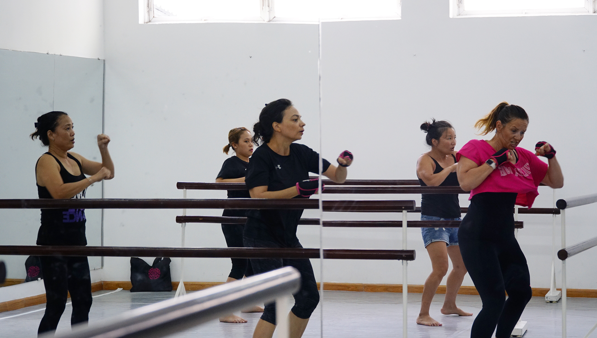 Piloxing barre: a new sports trend for women in Vietnam