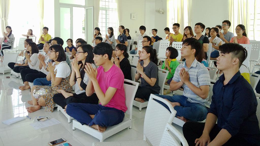 Vietnamese youths seek mindfulness in meditation
