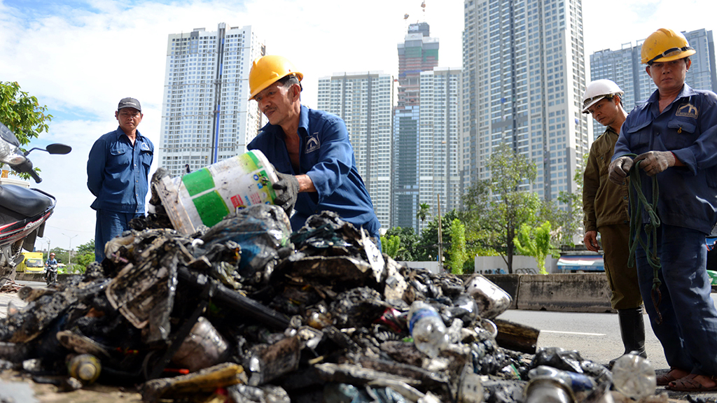 Garbage-filled sewers to blame for ineffective operation of Saigon anti-flood pump: operator
