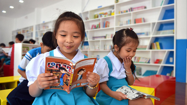 There are a variety of books for students to choose from. Photo: Tuoi Tre