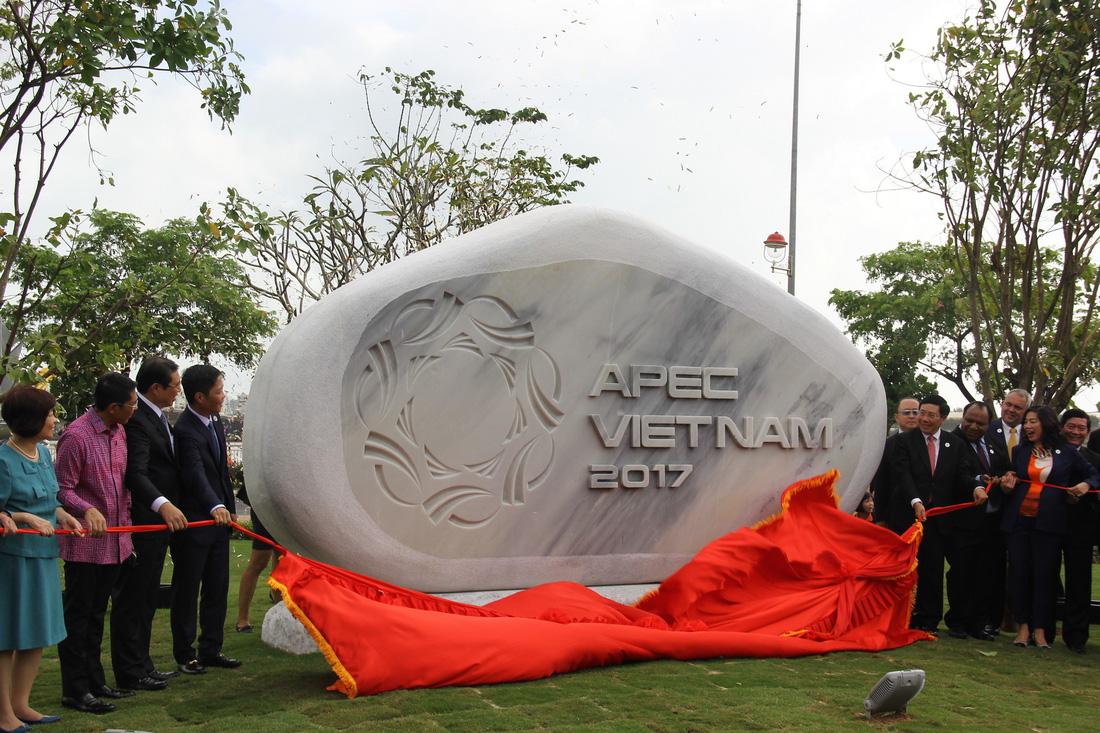 APEC statute garden opens in Da Nang