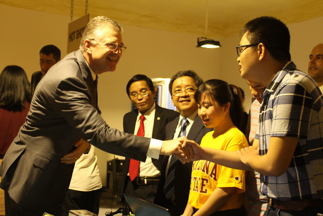 New US ambassador to Vietnam visits Da Nang University