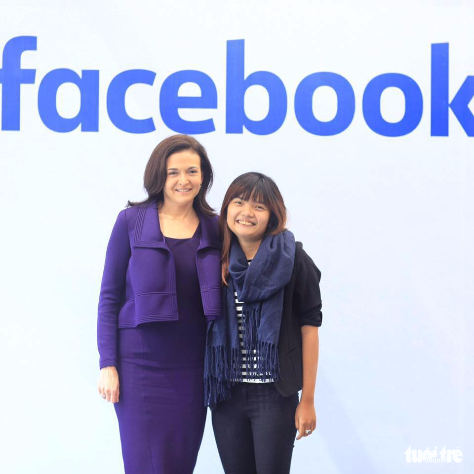 Vietnamese girl inspires Facebook COO Sheryl Sandberg with bike tour startup