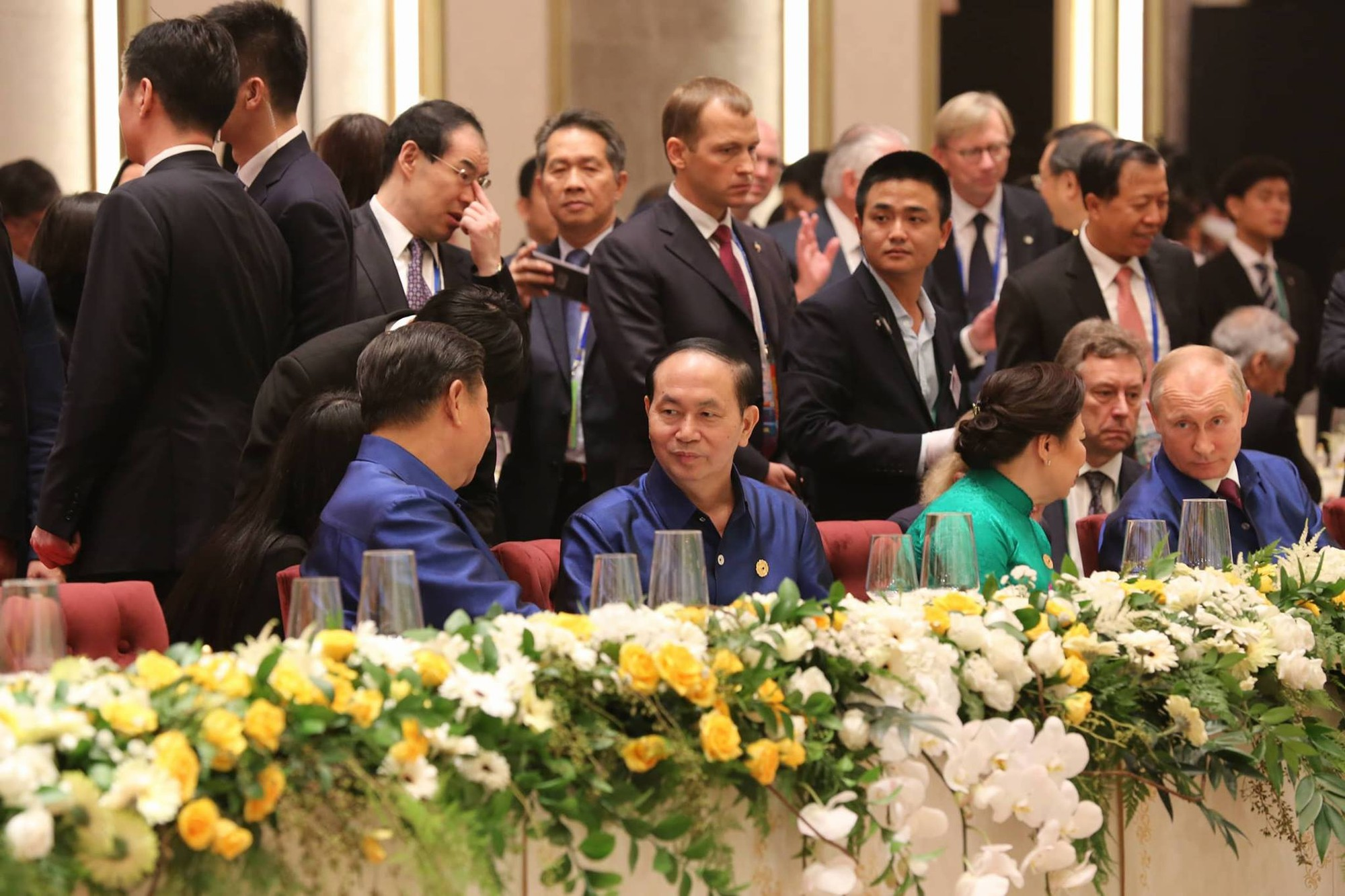 President Tran Dai Quang treats APEC 'brothers and sisters' to Vietnam-style gala dinner