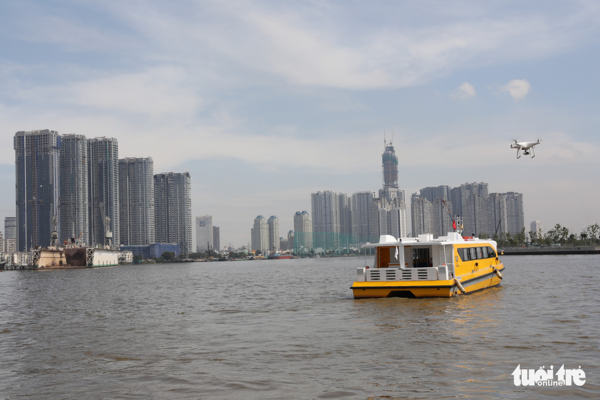 A boat operates along the waterbus route No. 1.