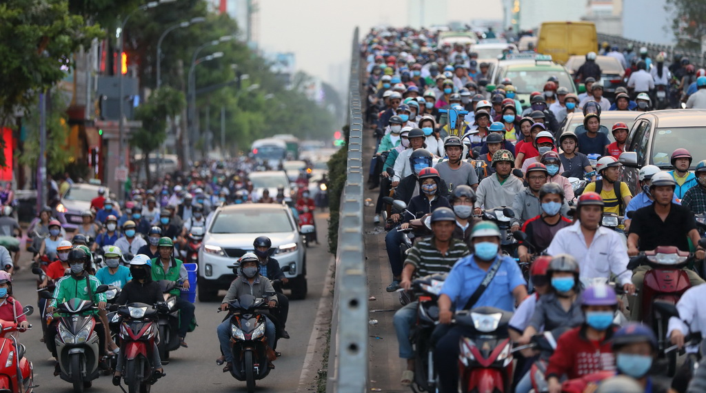 Motorbikes roam the streets in Ho Chi Minh City during rush hours. Photo: Tuoi Tre