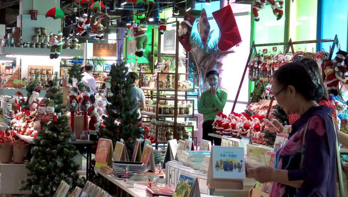 Christmas decorations inside the bookstore. Photo: Tuoi Tre