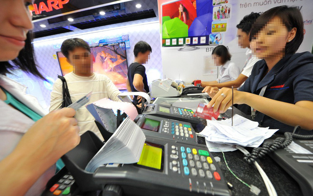 Ho Chi Minh City taxman suggests requiring cashless payment at restaurants