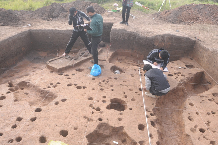 Archeological excavation at the Vuon Chuoi archeological site in Hanoi. Courtesy of Dr. Nguyen Van Huy