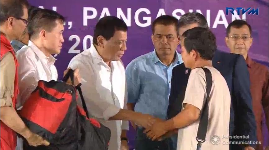 Philippines' Duterte oversees repatriation of Vietnamese fishermen
