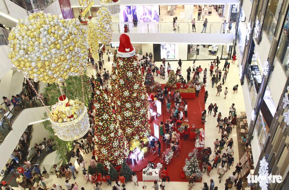 Eek! Santa's coming to Vietnam!