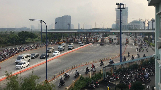 Cars temporarily banned from Saigon River tunnel due to congestion