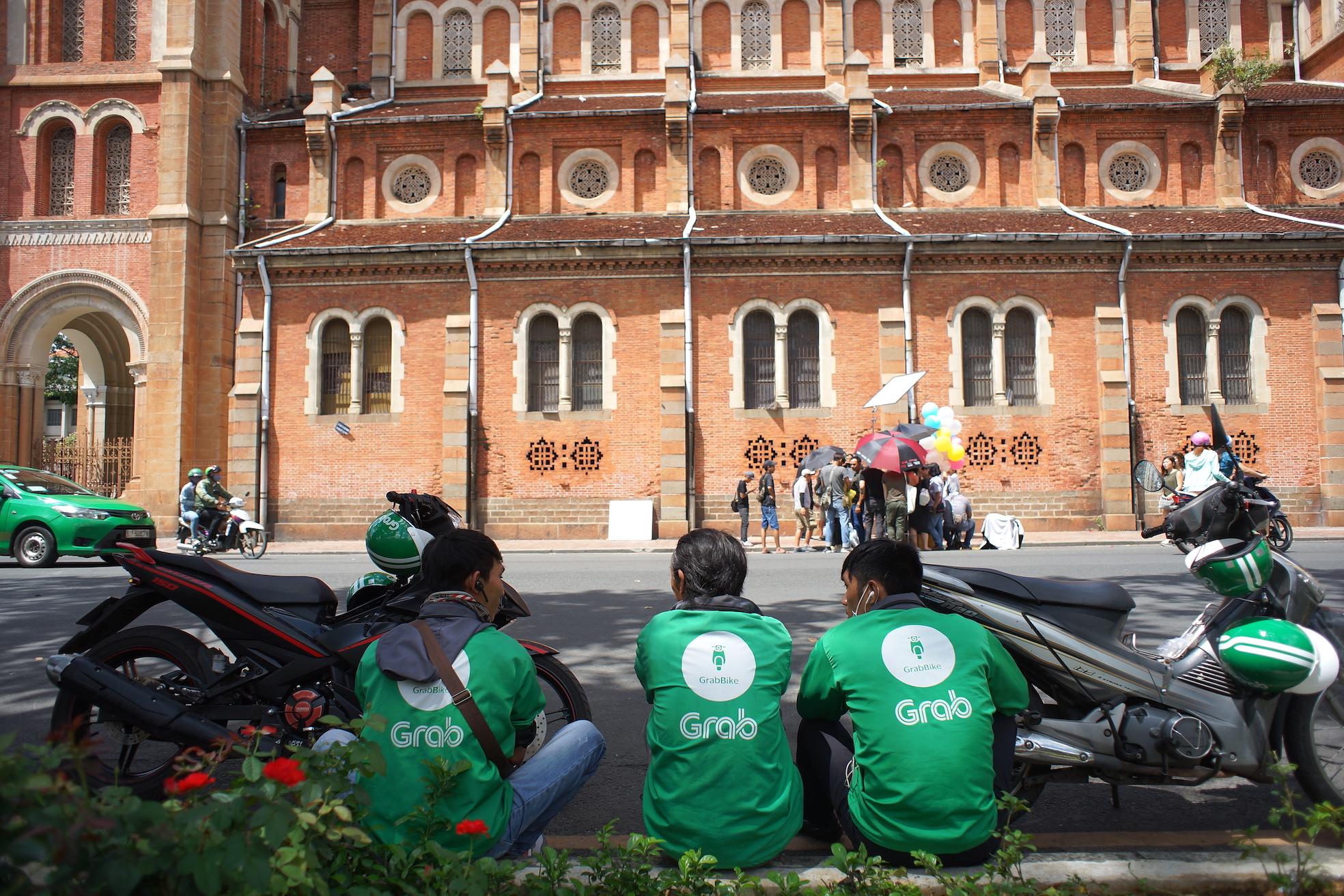 Rise of ride-hailing apps spells doom for 'xe om' in Saigon