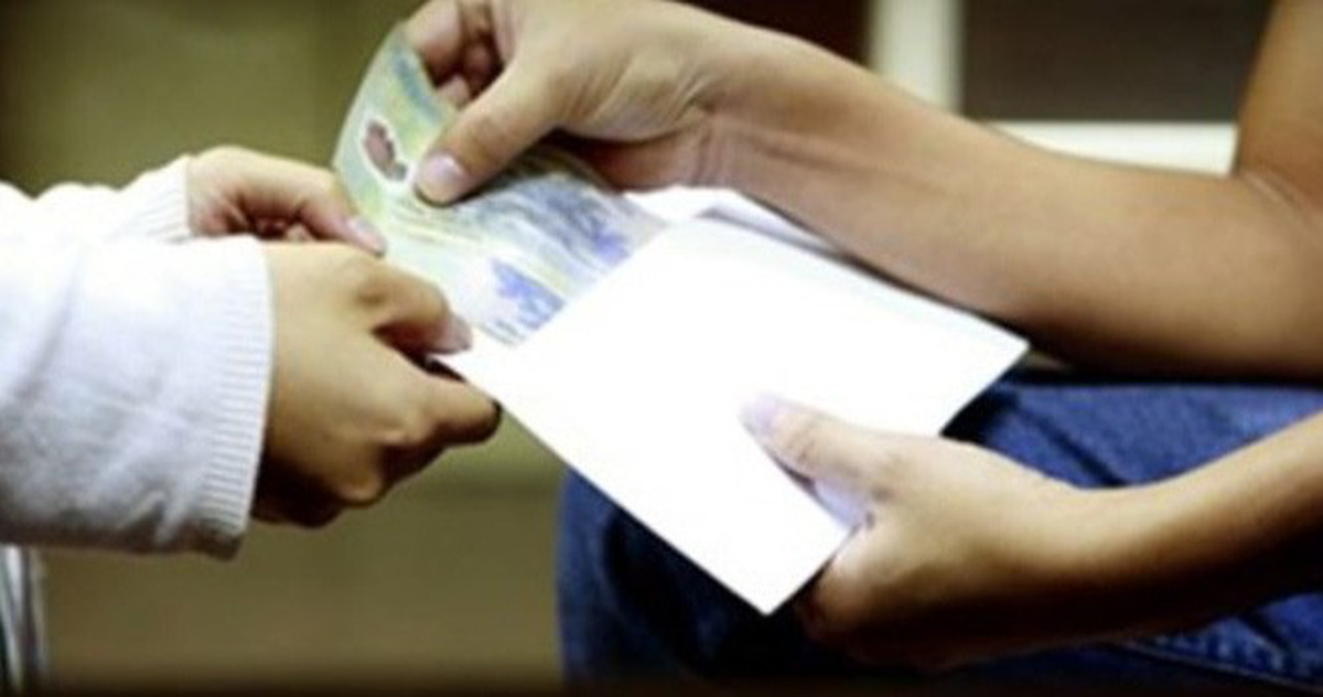 Environmental officer caught taking bribes in southern Vietnam