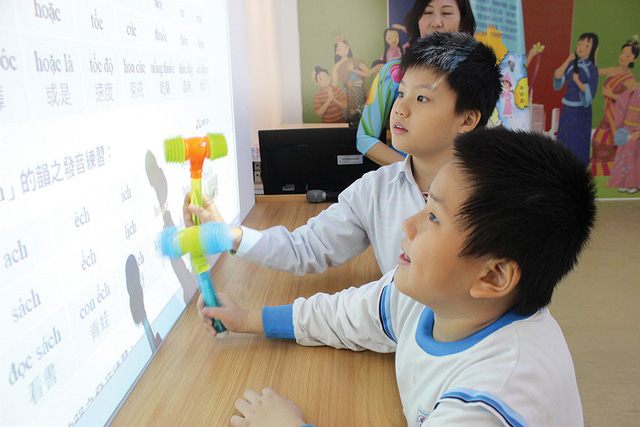 Children of Vietnamese brides in Taiwan yearn to learn mothers' native language