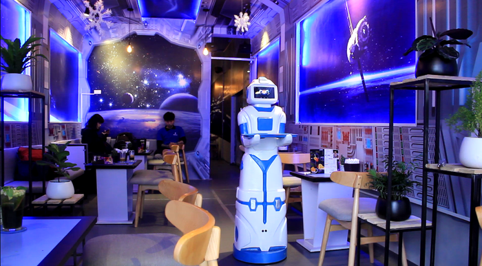 The robot can work continuously for 15 hours. Photo: Tuoi Tre