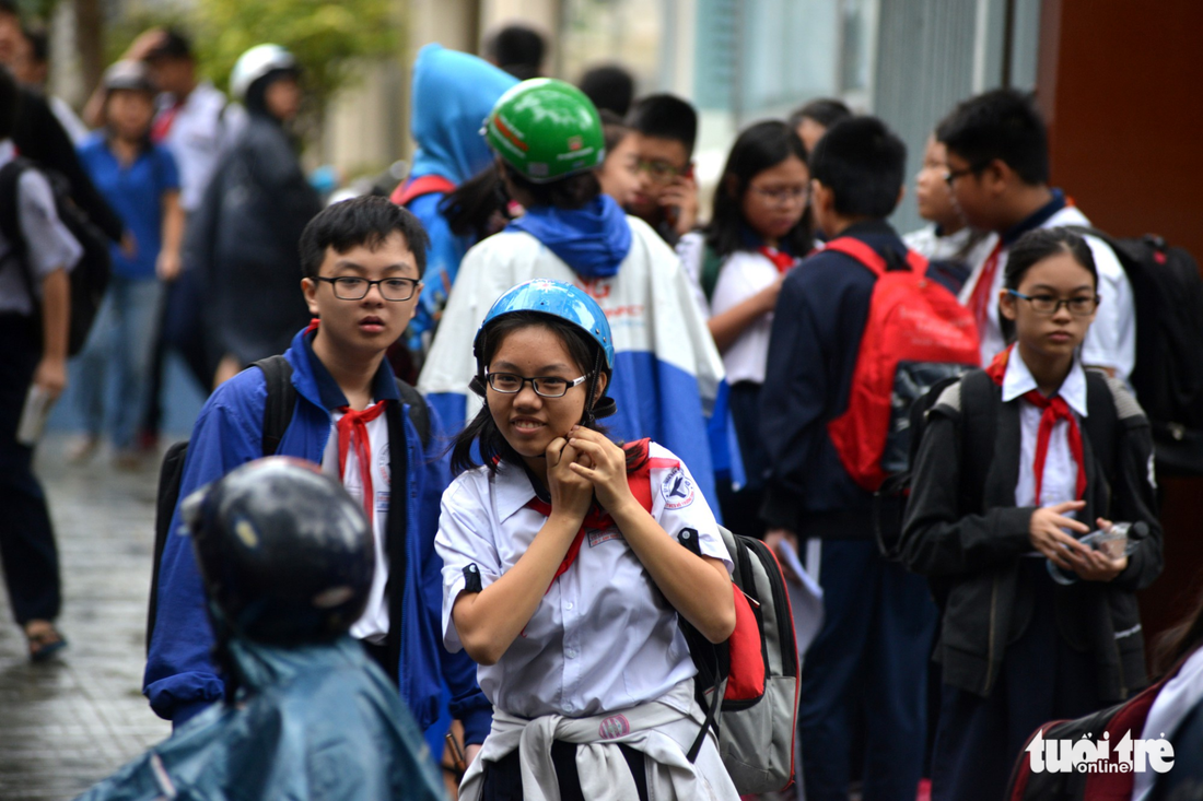Students leave Vo Truong Toan Middle School in Ho Chi Minh City on December 25, 2017. Photo: Tuoi Tre