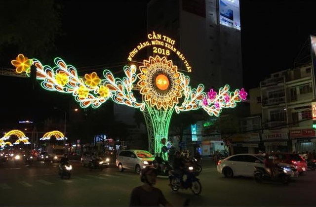 ​Vietnamese inspectors summon man for comparing public light display to underwear