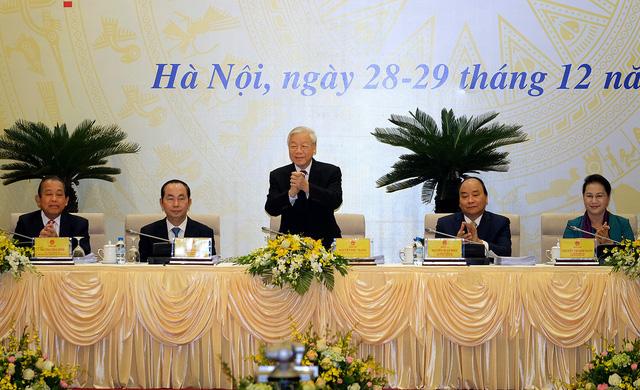 Vietnam gov't to tighten discipline, intensify reform in 2018