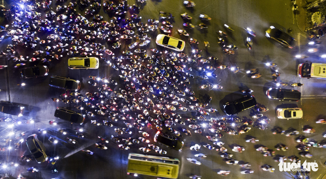 Thousands stuck on highway as New Year gridlock begins in Saigon