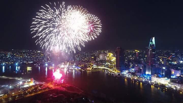 ​Ho Chi Minh City sky glitters with fireworks on New Year's Day