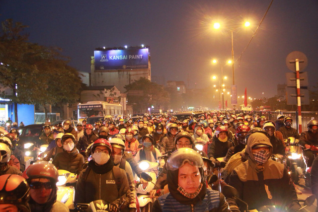 ​Hanoi, Ho Chi Minh City entrances congested as New Year holiday ends