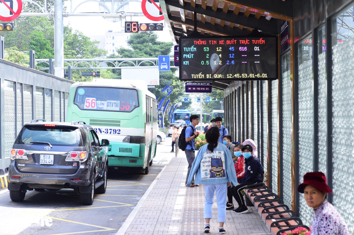 Lack of English-language signage, announcement may drive tourists away from Ho Chi Minh City