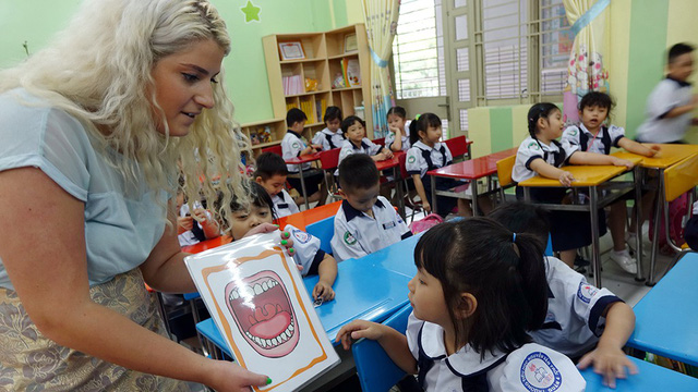 Double English programs get on nerves of Ho Chi Minh City teachers, students